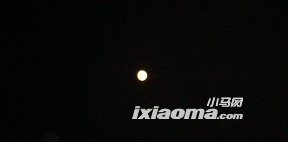月亮在天上我在地上